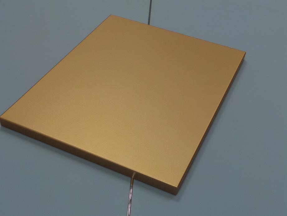 Ripiano di esposizione oro satinato – Satin gold matt display plane